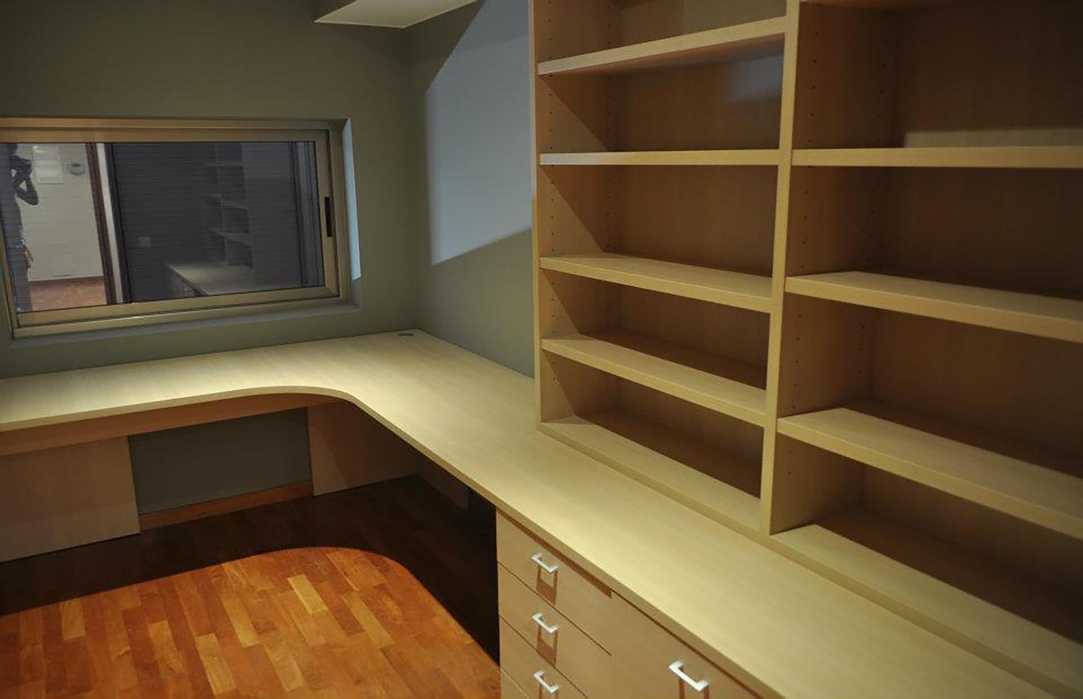 Muebles oficina madera de elegancia for Muebles para oficina en madera